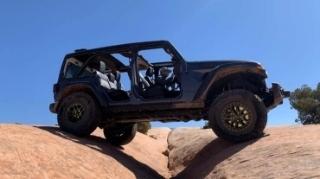Jeep tung ra gói nâng cấp Xtreme Recon cho Jeep Wrangler nhằm cạnh tranh với Ford Bronco Sasquatch